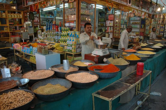 Small Grocers Join Hands with Wholesale Majors from Unorganised Trade