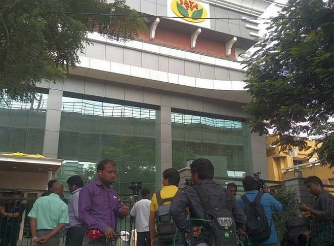 Income Tax officials Conducted Raids at Jaya TV office, Kodanad Estate and Houses of Sasikala's Relatives