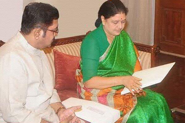 T. T. V. Dhinakaran With V.K.Sasikala