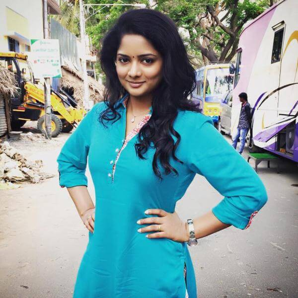 VJ Chitra Wiki, Bio, Age, Height, Serials, TV Shows, Images