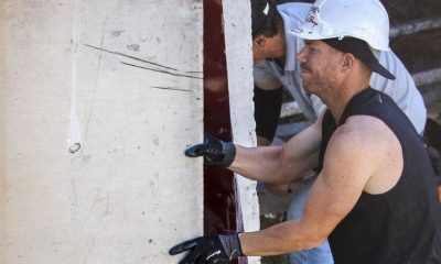 David Warner Seen Toiling As A Construction Worker