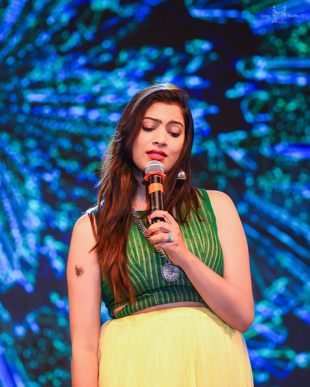 Geetha Madhuri (Singer) Wiki, Biography, Age, Bigg Boss ...