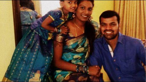 Thadi Balaji Wife Images