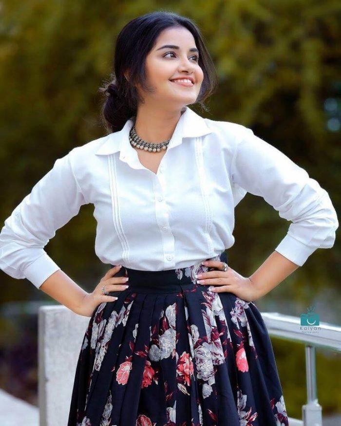 Anupama Parameswaran Images, HD Photos, Wallpapers, Latest Photoshoot  News Bugz