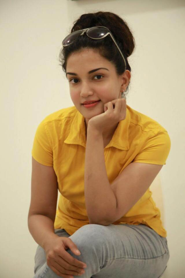 Honey Rose Wiki, Biography, Age, Family, Movies, Images