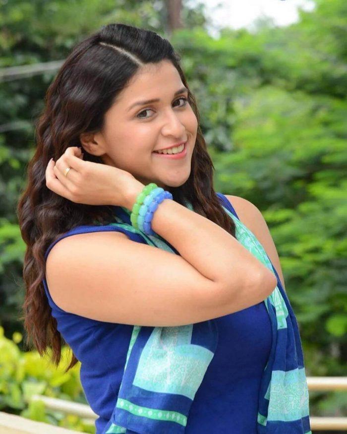 Mannara Chopra Wiki