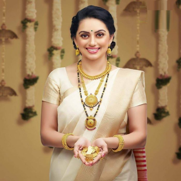 shruti marathe wiki biography age movies family
