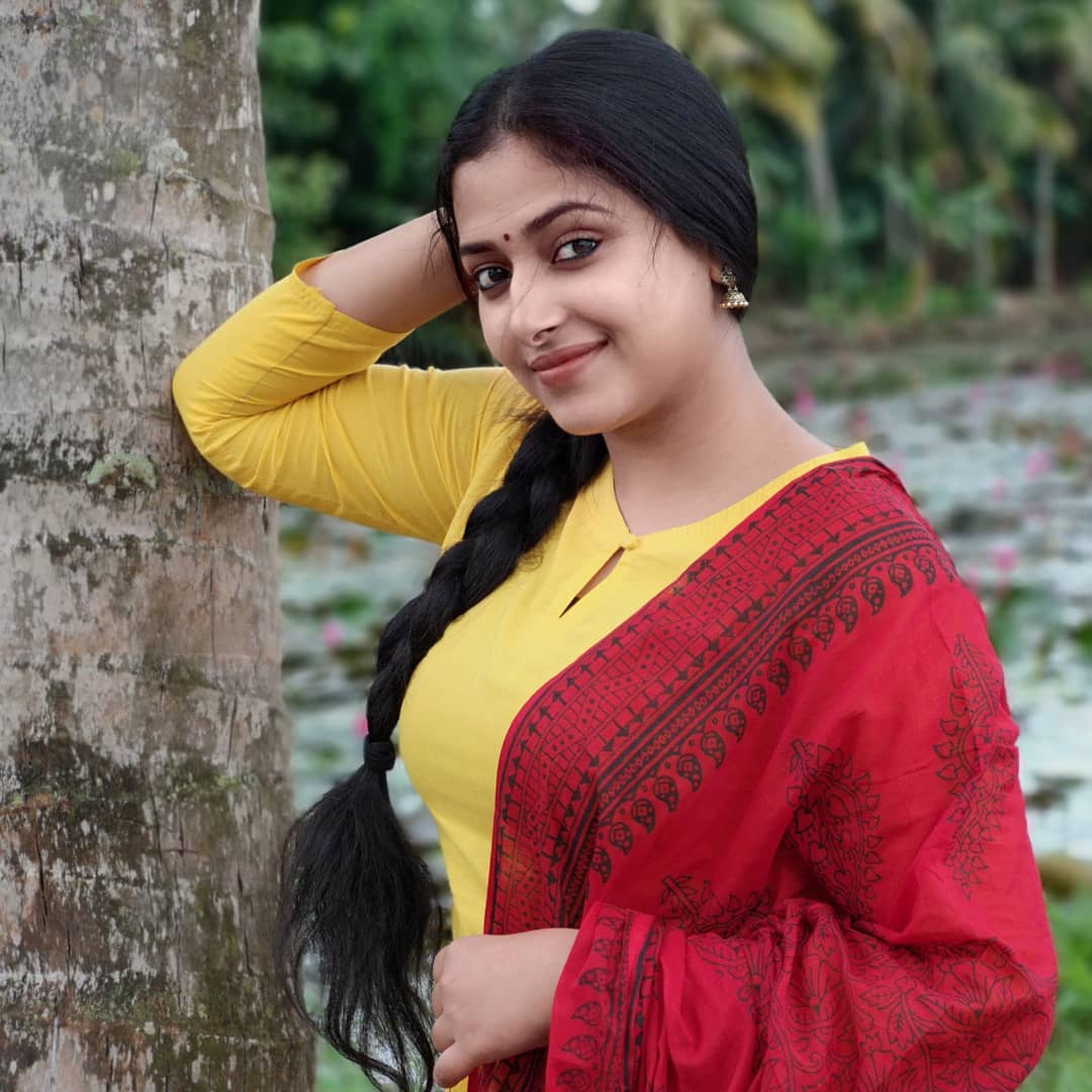 Watch Anu Sithara video