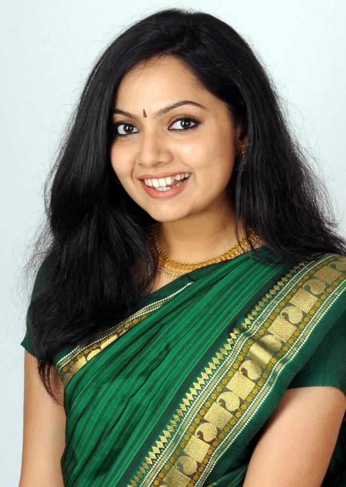 Samvritha Sunil Wiki Biography Age Movies Family Images News Bugz