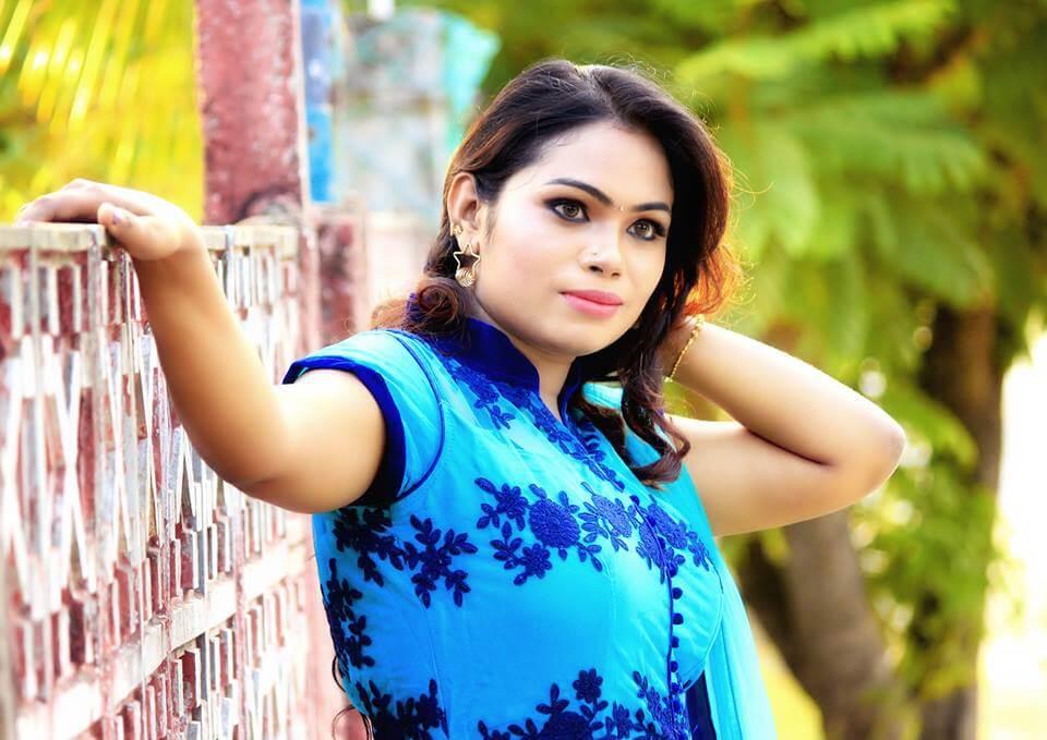 Divya krishnan Images