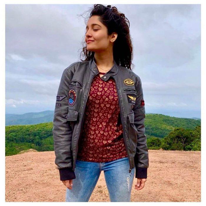 Ritika Singh Images
