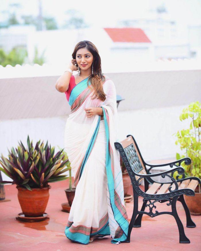 Bommu Lakshmi Images