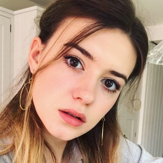 Daisy Edgar-Jones Photos
