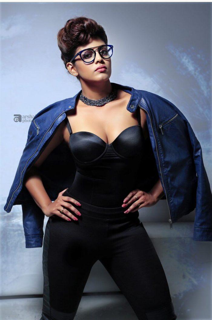 Actress Iniya Images