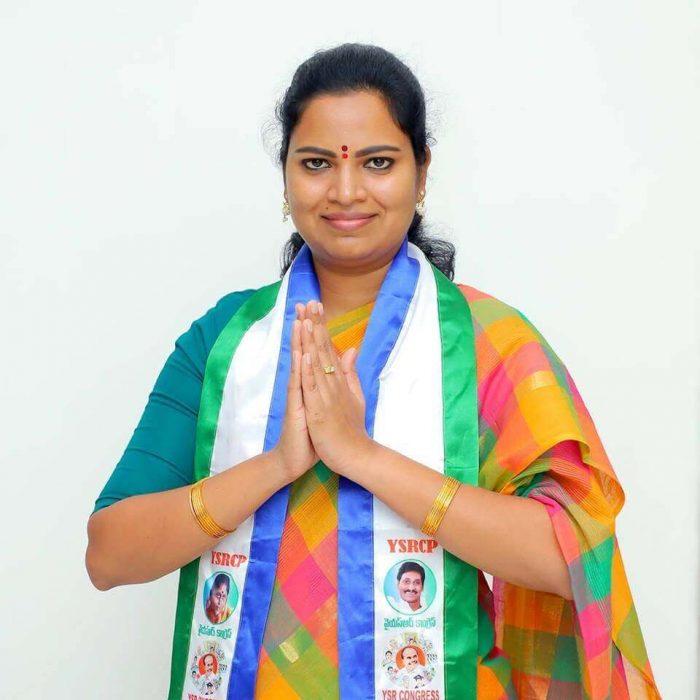 Chilakaluripet MLA Rajini Vidadala Photos