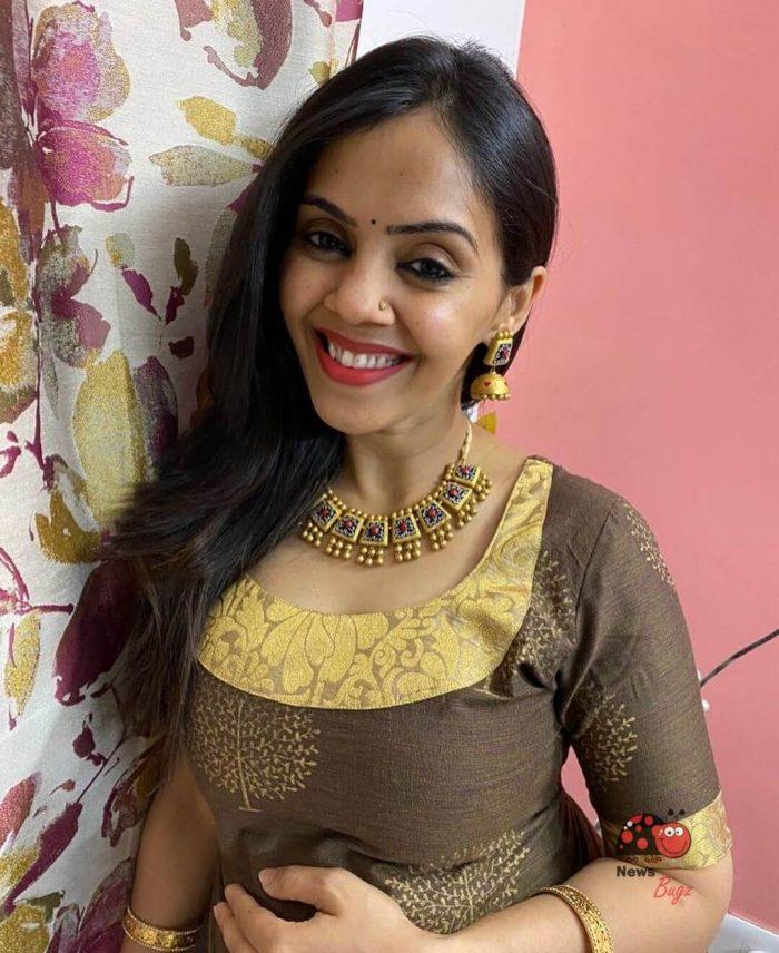 Archana Chandhoke sister